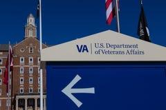 在VA医疗中心入口的标志 库存照片