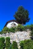 在Vacha水坝在Rhodopes山,保加利亚的复杂Chilingira 免版税库存照片