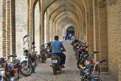 在Vakil义卖市场,设拉子,伊朗小街的被成拱形的走廊  库存照片