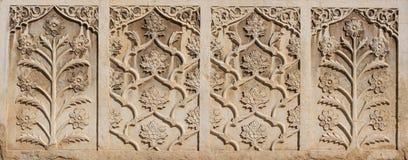 在Vakil清真寺,伊朗墙壁上的美丽的大理石精美浅浮雕  免版税库存图片
