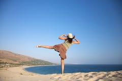 在valdevaqueros的海滩跳舞 免版税库存照片