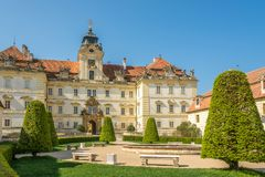 在Valtice城堡的看法从公园-捷克共和国,摩拉维亚 库存图片