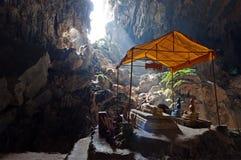 在Vang Vieng附近的Tham Phu西康省洞。老挝 免版税库存图片