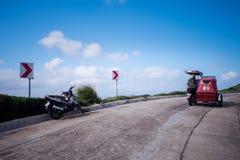 在Vayang绵延山,巴丹群岛省,菲律宾的风景路 库存照片