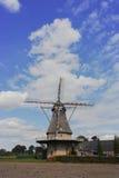 在Veldhoven,北布拉班特省附近的典型的荷兰面粉风车 图库摄影