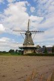 在Veldhoven,北布拉班特省附近的典型的荷兰面粉风车 免版税库存照片
