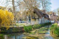 在Veules les玫瑰的美丽如画和风景风景,诺曼底 图库摄影