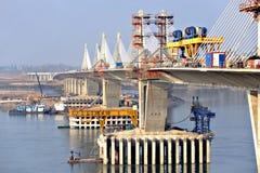在Vidin和Calafat之间的多瑙河桥梁 库存照片