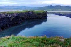 在Vik,冰岛附近的峭壁 免版税库存照片
