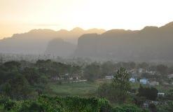 在Vinales,古巴的日落 免版税库存图片