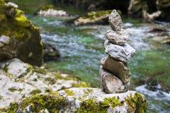 在Vintgar的禅宗石头狼吞虎咽,斯洛文尼亚,美好的环境地方 免版税库存图片