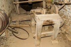 在Viscri博物馆的老研磨机 库存照片