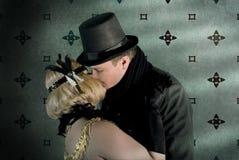 在Vitage样式挂毯背景的被接受的夫妇 库存照片