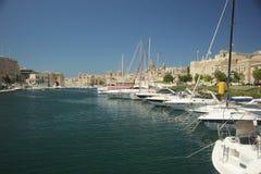 在Vittoriosa,马耳他开汽车巡洋舰和游艇 库存照片