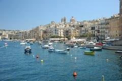 在Vittoriosa,马耳他开汽车巡洋舰和游艇 免版税库存照片