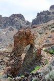 在volcano del teide (特内里费岛)的岩石曲拱 免版税库存照片
