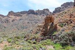 在volcano del teide (特内里费岛)的岩石曲拱 库存照片