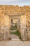 在Volubilis废墟的石曲拱  免版税图库摄影