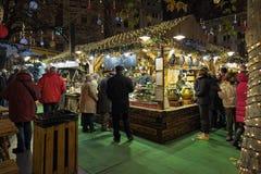 在Vorosmarty广场的圣诞节市场在布达佩斯,匈牙利 免版税库存照片