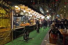 在Vorosmarty广场的圣诞节市场在布达佩斯,匈牙利 免版税库存图片