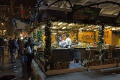 在Vorosmarty广场的圣诞节市场在布达佩斯,匈牙利 库存图片