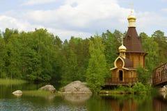 在Vuoksa河最初叫的教会传道者安德鲁 列宁格勒地区,俄罗斯 免版税库存照片
