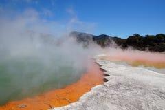 在Wai-O-Tapu热量妙境,新西兰的香宾水池 库存图片