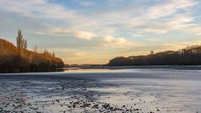 在waimakariri河的日落视图 免版税库存图片