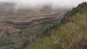 在Waimea峡谷上的云彩在考艾岛海岛,夏威夷上 股票录像