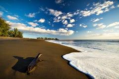 在Waimea海湾,考艾岛, Hawai'i的海滩 库存照片
