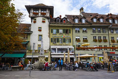 在Waisenhausplatz的荷兰塔在伯尔尼 免版税库存照片
