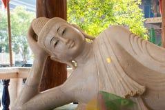 在Wang wiwekaram寺庙, Sangklaburi的大理石菩萨雕象 库存图片