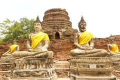 在Wat亚伊柴Mongkol寺庙的菩萨状态在曼谷,泰国附近的阿尤特拉利夫雷斯 库存图片