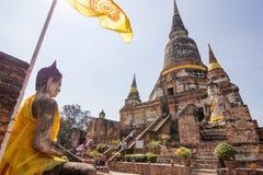 在Wat亚伊柴Mongkol,阿尤特拉利夫雷斯,泰国的菩萨雕象 库存图片