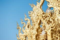 在Wat荣Khun的华丽屋顶 免版税库存图片