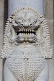 在wat Benchamabophit的狮子雕塑在泰国 免版税库存图片