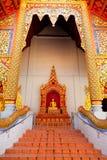 在Wat Chedi Luang,清迈的菩萨雕象 免版税库存照片
