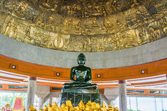 在wat Dhammamongkol,泰国的世界最大的玉菩萨 免版税库存照片