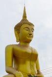 在Wat Klong reua的大金黄菩萨灰泥 彭世洛, Thailan 免版税图库摄影