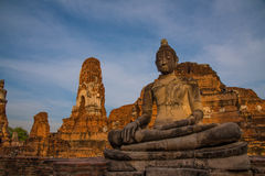 在Wat Mahatat,阿尤特拉利夫雷斯,泰国的菩萨雕象 免版税库存照片