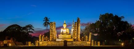在Wat Mahathat,菩萨寺庙的菩萨雕象,在Sukhothai Histo 免版税图库摄影