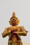 在Wat Mai西康省苍白寺庙, Phichit,泰国的巨人 图库摄影