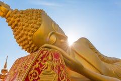 在Wat Pha的斜倚的菩萨雕象Luang 库存照片