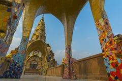 在Wat Phasornkaew寺庙,泰国的五菩萨雕象 免版税图库摄影