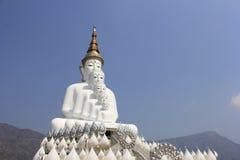 在Wat Phasornkaew的五菩萨雕象 免版税库存照片