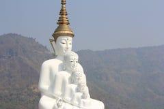 在Wat Phasornkaew的五菩萨雕象 免版税库存图片