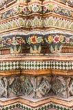 在Wat Pho曼谷,泰国铺磁砖塔 免版税库存图片