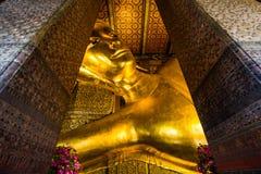 在Wat Pho的斜倚的菩萨雕象 免版税库存图片
