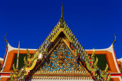 在wat pho,曼谷的屋顶在泰国 免版税图库摄影