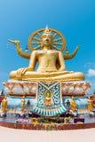 在Wat Phra亚伊Ko爱好者的大菩萨雕象在泰国的苏梅岛海岛上 免版税库存照片